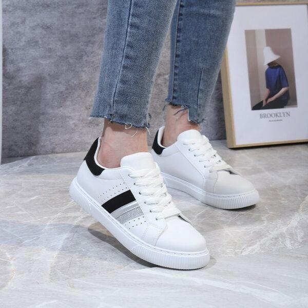 Sneakers wit zwarte streep