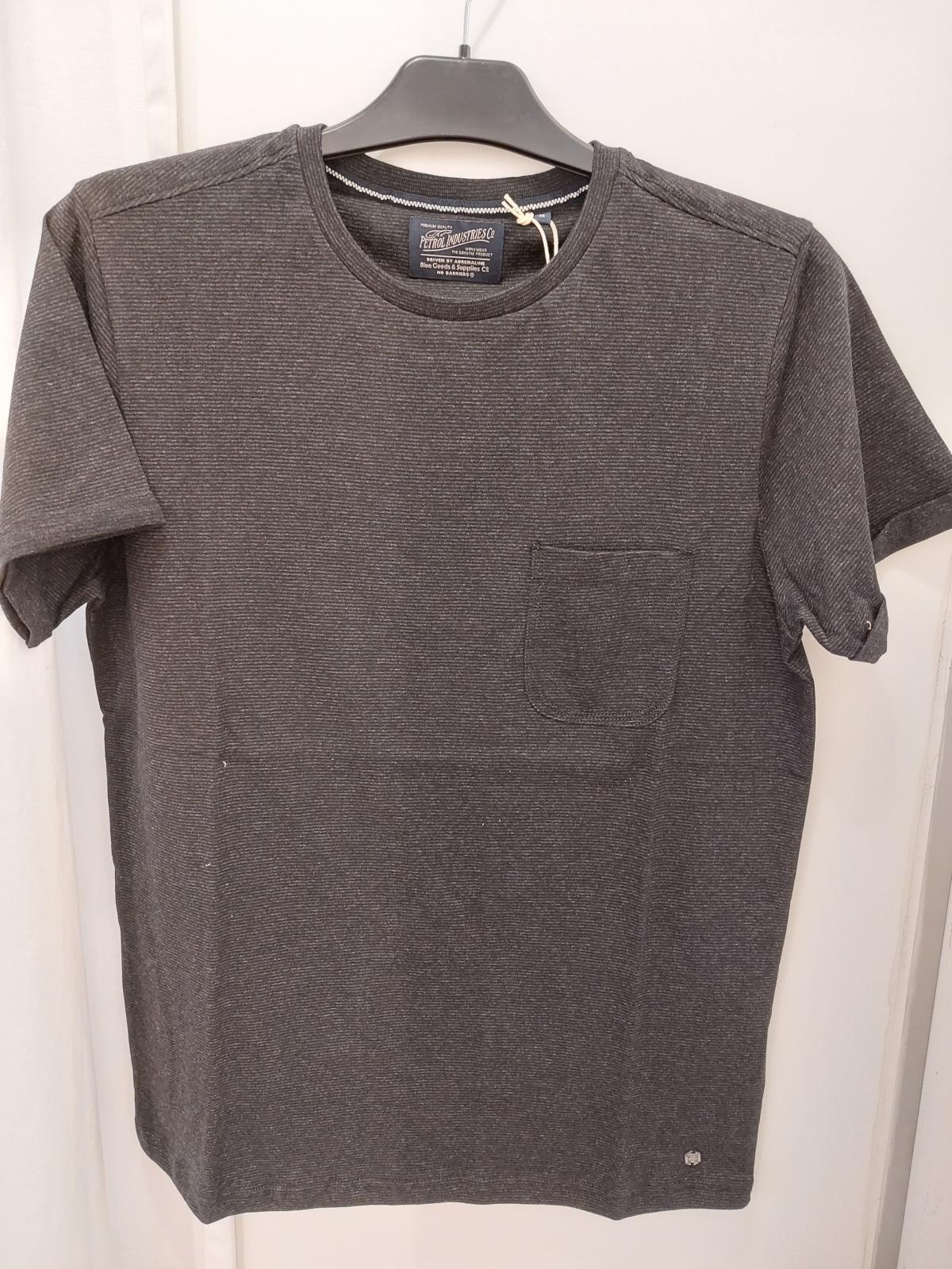 T shirt black borstzakje